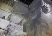 Dette bildet viser skadene på leilighetskomplekset i Ashkelon. (Foto: Ambulansetjenesten United Hatzalah)
