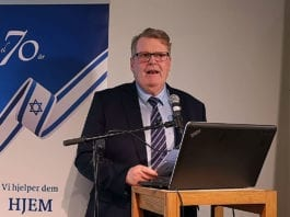 Leder av Israels venner på Stortinget, stortingsrepresentant Hans Fredrik Grøvan (KrF), taler på MIFFs og HJHs minnemarkering i Oslo 29. november 2018. (Foto: Kjetil Ravn Hansen, MIFF)