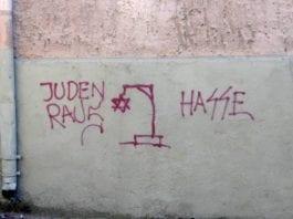 Antisemittismen er et økende problem i Europa. Her symbolisert med antisemittisk tagging i Tyskland. (Foto: Wikipedia)