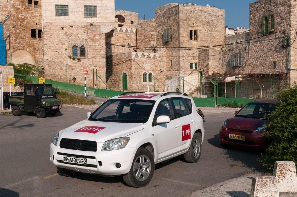 En rekke nordmenn, mange av dem politi, har jobbet for TIPH siden organisasjonen ble startet i 1994. Her fra hovedkvarteret i Hebron.