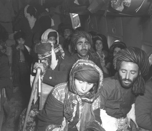 Jødiske flyktninger fra Irak like etter at de har landet på Lod-flyplass i Israel i 1951.