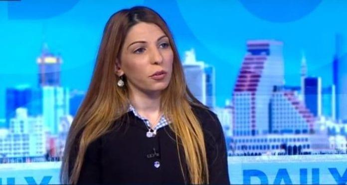 Den israelsk-arabiske muslimen Dima Tayeh er blitt utstøtt fra familien på grunn av sitt politiske valg. (Foto: Skjermdump)