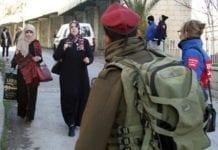 Den internasjonale observatørstyrken TIPH (i blått) får ikke fornyet sitt mandat. Dermed må de forlate Hebron. (Foto: TIPH)