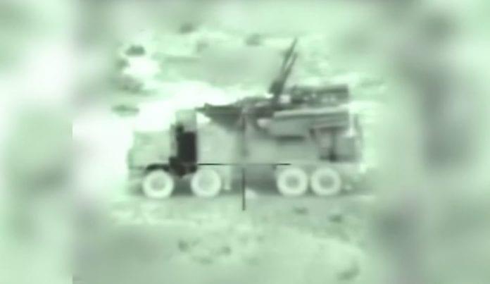 Syrisk luftvernbatteri sett gjennom linsen på en innkommende israelsk missil. Bildet er fra nattens angrep.