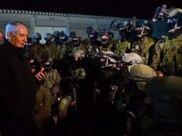 Statsminister og forsvarsminister Benjamin Netanyahu sammen med IDFs kommandobrigade. (Foto: Kobi Gideon, GPO)