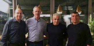 Gabi Ashkenazi, Yair Lapid, Benny Gantz og Moshe Ya'alon forener sine styrker før valget i Israel 9. april. (Foto: Facebook)