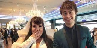Netta Barzilai sammen med norske Alexander Rybak, som vant Eurovision i 2009, under finalen i Lisboa i fjor. (Foto: NRK)