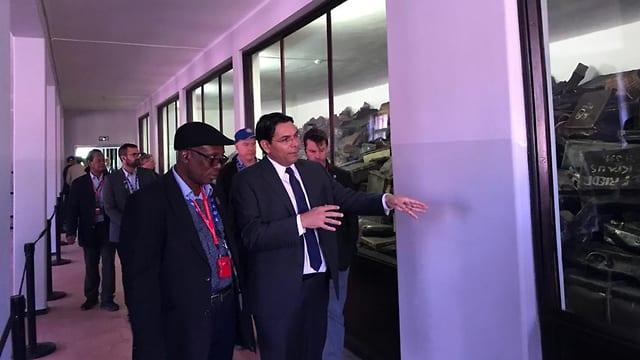 Sumah er her sammen med Israels FN-ambassadør Danny Danon under besøket til Israel.