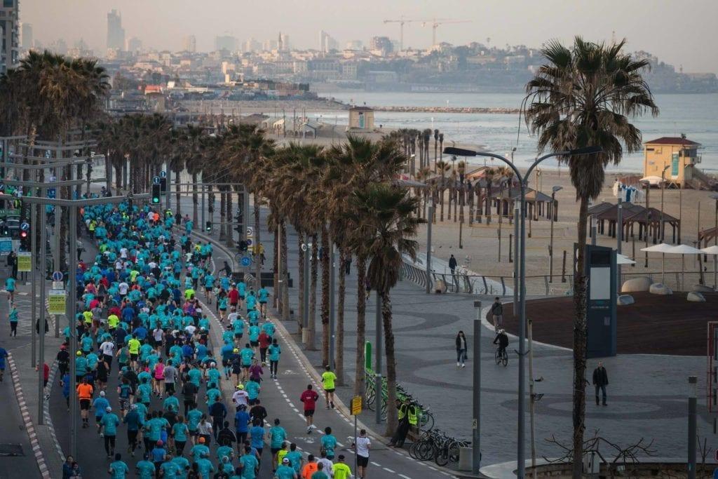 Løpet gikk også langs stranda. (Foto: Facebook(