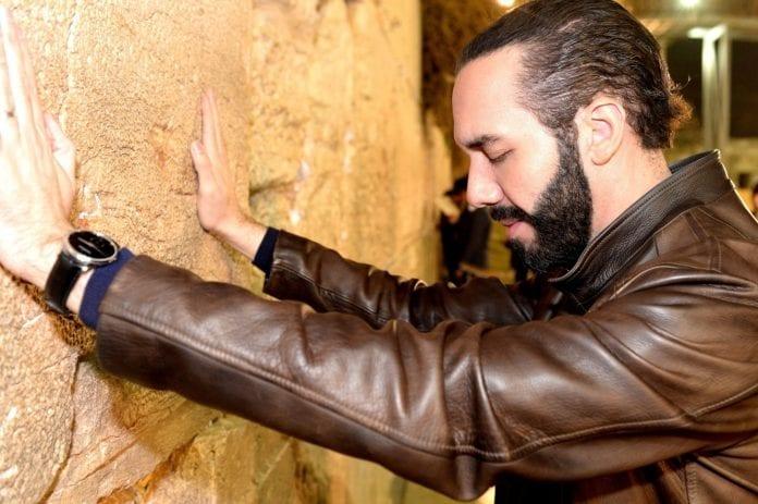 Nayib Bukele besøkte Vestmuren i Jerusalem under sitt Israel-besøk i februar 2018. (Foto: American Jewish Congress)