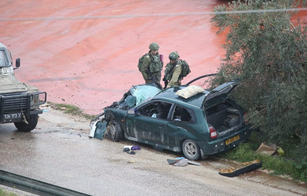 Bilen som kjørte på soldatene. (Foto: Twitter/Kan)