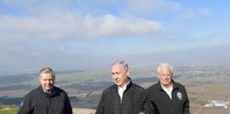 Benjamin Netanahu besøkte i mars Golan sammen med den amerikanske republikanske senatoren Lindsey Graham (t.v) og USAs ambassadør til Israel David Friedman (t.h.). Temaet for besøket var anerkjennelse av israelsk suverenitet over området. Torsdag 21. mars bekreftet Donald Trump at USA vil anerkjenne Golan som israelsk. (Foto: Amos Ben Gershom/GPO)