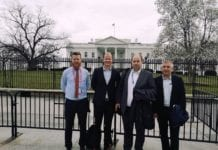 MIFFs ansatte Bjarte Bjellås, Conrad Myrland, Kjetil Ravn Hansen og Geir Knutsen utenfor Det hvite hus.