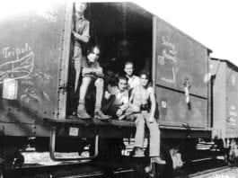 Jødiske Holocaust-overleverer returnerer til Libya fra konsentrasjonsleiren Bergen-Belsen. (Foto: Yad Vashem/ Wikipedia Commons)