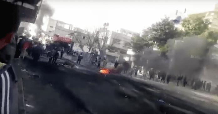 I flere dager har det vært demonstrasjoner mot Hamas på Gazastripen. (Foto: Skjermdump)