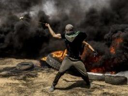 FN mener opptøyene langs Gaza-grensen har vært fredelige. Militære eksperter derimot mener de er svært voldelige.