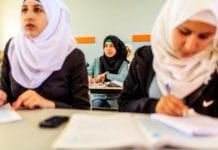 Palestinske jenter i Saffa jenteskole i Ramallah-distriktet på Vestbredden. (Foto: Bobby Neptune, USAID, flickr)