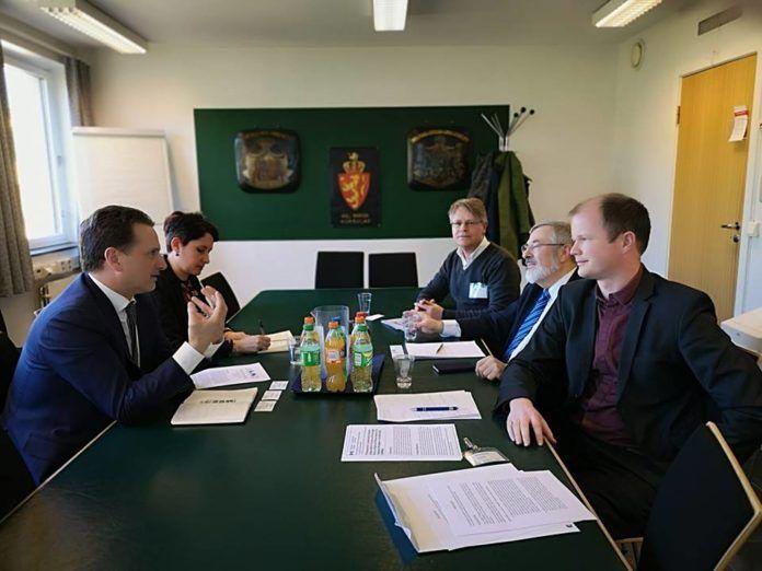 UNRWAs generalkommisær Pierre Krähenbühl (t.v.) i møte med MIFF-ledere 8. april 2019. (Foto: UD)