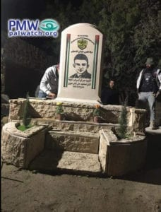 De palestinske myndighetene har satt opp et minnesmerke etter terroristen som i mars drepte to israelere.
