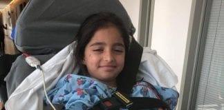 Åtte år gamle Noya Dahan fra Israel var en av dem som ble skadet i lørdagens angrep. Familien hadde flyttet fra Sderot. (Foto: Privat)