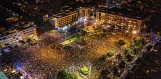De israelske helsemyndighetene frykter at den store demonstrasjonen på Kikar Rabin i Tel Aviv lørdag kveld vil få koronasmitten til å spre seg ytterligere. (Foto: @Itai_Leshem)