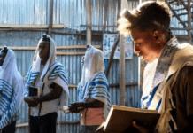 Falash Mura-jøder i Etiopia i bønn. (Foto: @HenMazzig)