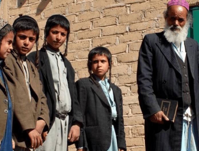 Flere tusen års jødisk historie i Jemen er like ved å ta slutt. De siste 50-100 jødene i landet utsettes for etnisk rensning. (Foto: @Adulisian)