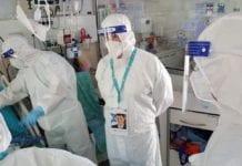 Helseminister Yuli Edelstein under et besøk på koronavdelingen ved Yitzhak Shamir-sykehuset i sommer. (Foto: Det israelske helsedepartementet)