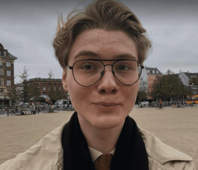 Max Gustav Zeuthen (15), arbeidspraktikant i MIFF Danmark, forteller om hvorfor han støtter Israel. (Foto: Max Zeuthen)